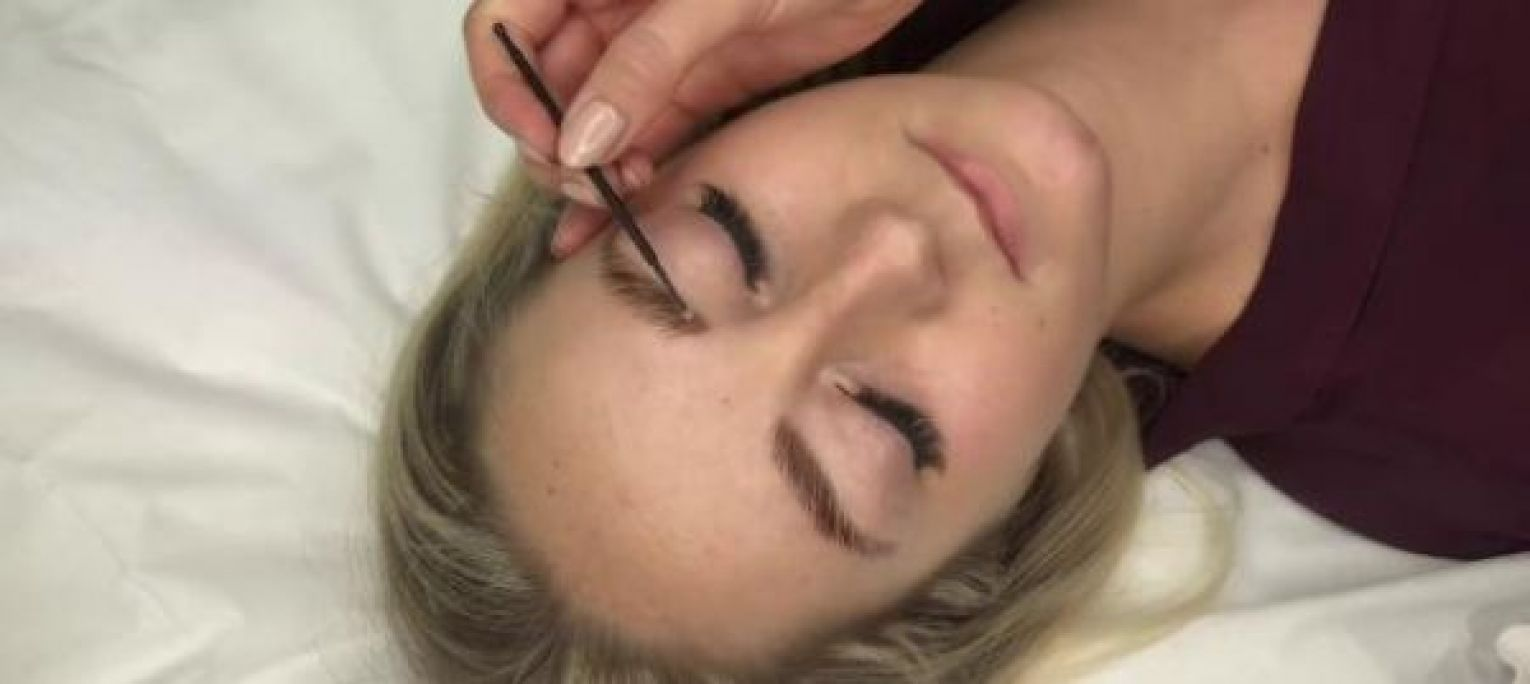 Brow Lift (Rehaussement de sourcils) à Carpentras (84) Par Fanny - Estheca