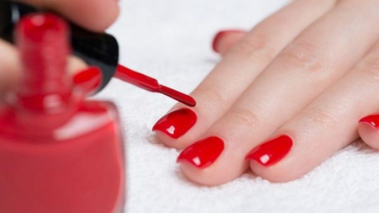 Manucure / semi permanent / ongles en gel à Fleury-les-Aubrais (45) Par Aurore - Estheca