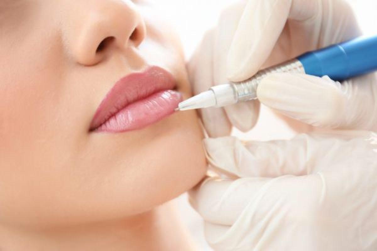 Maquillage permanent (Candy lips lèvres, Sourcils) à Calais (62) Par Donia - Estheca